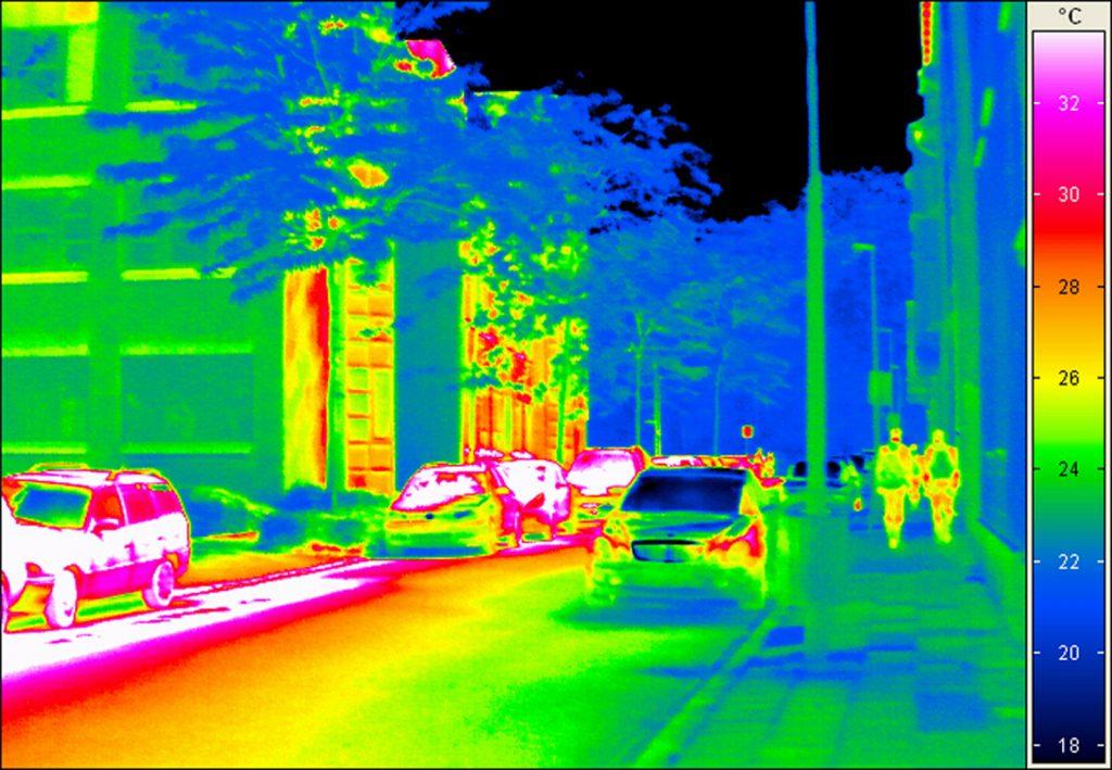 càmara infrarroja  enfocando calle